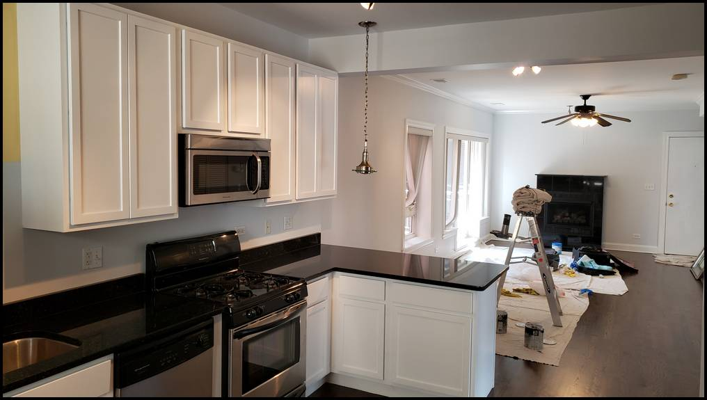 Chicago painter. Wallpaper. West Town. Painting contractor. Kitchen cabinets. Cabinet refinishing