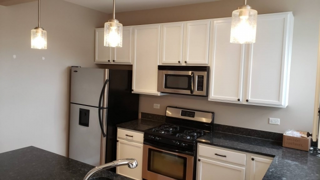 2020.04.22_Lakeview_Kitchen_cabinets_painting - Chicago-painter.-Kitchen-cabinets-painting.-Lakeview-5.jpg