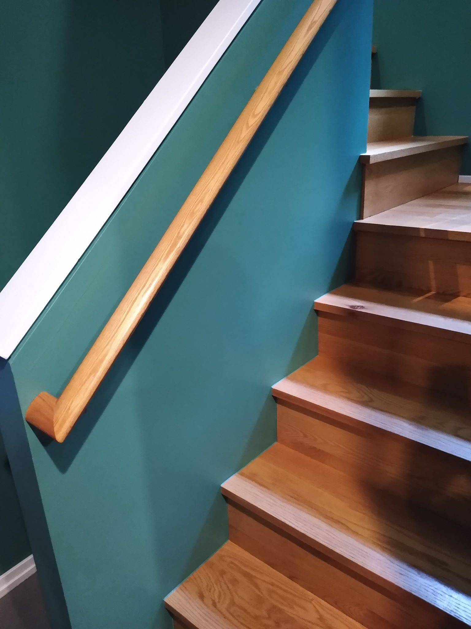 2020.04.23_Logan_Square_staircase_painting - Logan-Square.-Staircase-walls-painting.-Chicago-painter-3.jpg