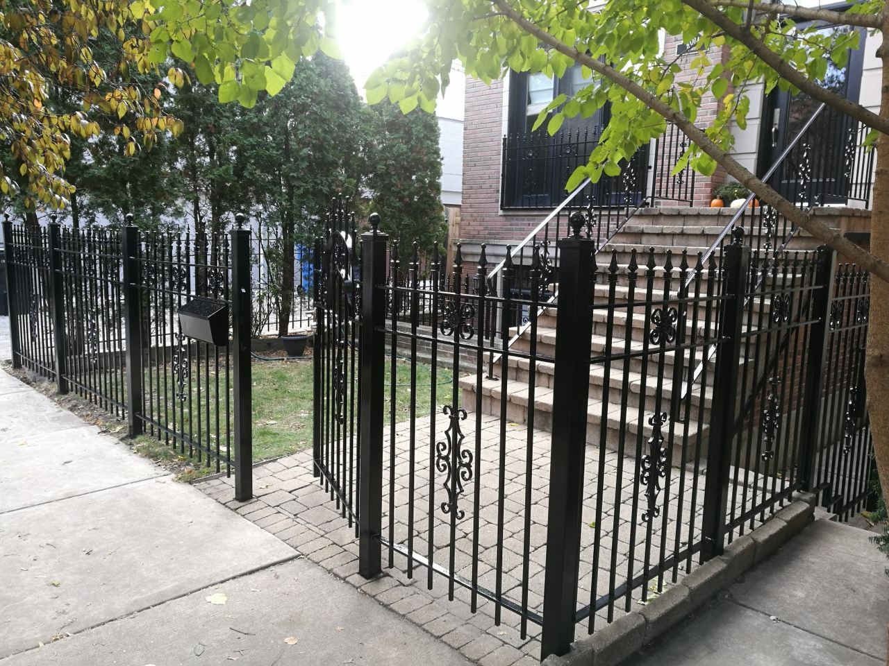 2017.10.30._Wicker_Par_railings_fence_stairs_rust_removal - Windy-Painters-.-Chicago-painter.-Wrought-iron-fence.-Railings.-Steps.-Rust-removal-and-refinishing.-Wicker-Park.-Bucktown-West-Town-11.jpg