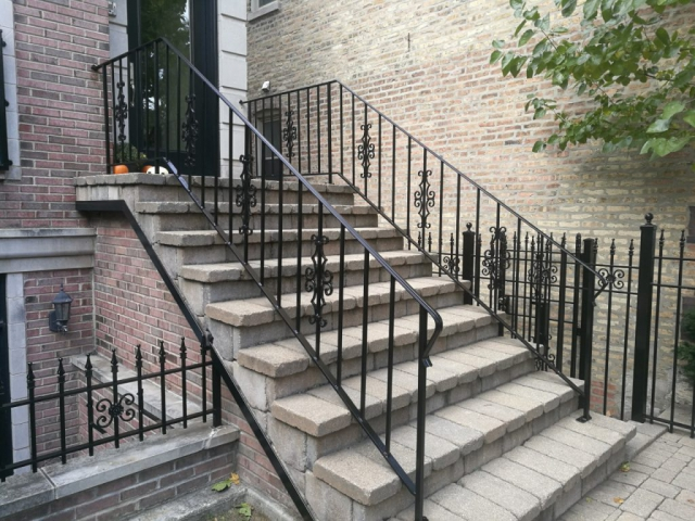 2017.10.30._Wicker_Par_railings_fence_stairs_rust_removal - Windy-Painters-.-Chicago-painter.-Wrought-iron-fence.-Railings.-Steps.-Rust-removal-and-refinishing.-Wicker-Park.-Bucktown-West-Town-2.jpg