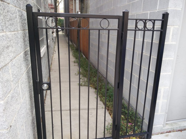 2017.12.11_Lincoln_Park_balcony_fence_stairs_metal_refinishing - Painter_Chicago-_-Fence-handrails-balcony-stairs-metal-refinishing.-Lincoln-Park-rust-removal-1.jpg