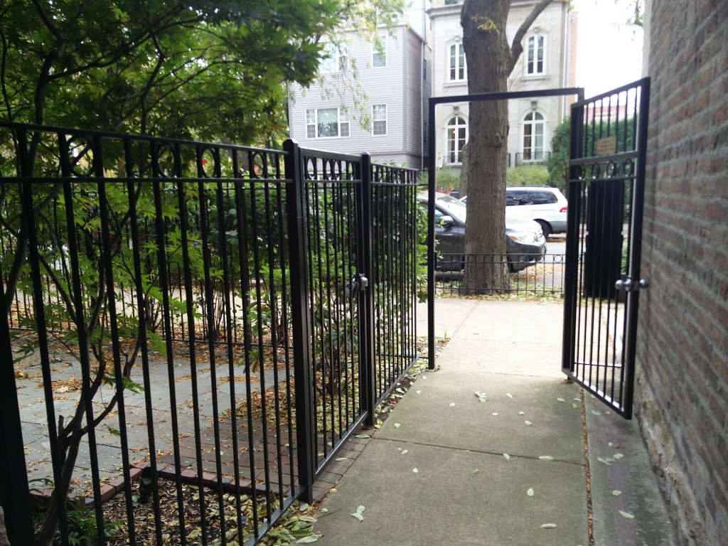 2017.12.11_Lincoln_Park_balcony_fence_stairs_metal_refinishing - Painter_Chicago-_-Fence-handrails-balcony-stairs-metal-refinishing.-Lincoln-Park-rust-removal-10.jpg