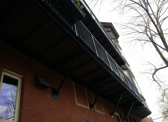 2017.12.11_Lincoln_Park_balcony_fence_stairs_metal_refinishing - Painter_Chicago-_-Fence-handrails-balcony-stairs-metal-refinishing.-Lincoln-Park-rust-removal-12.jpg
