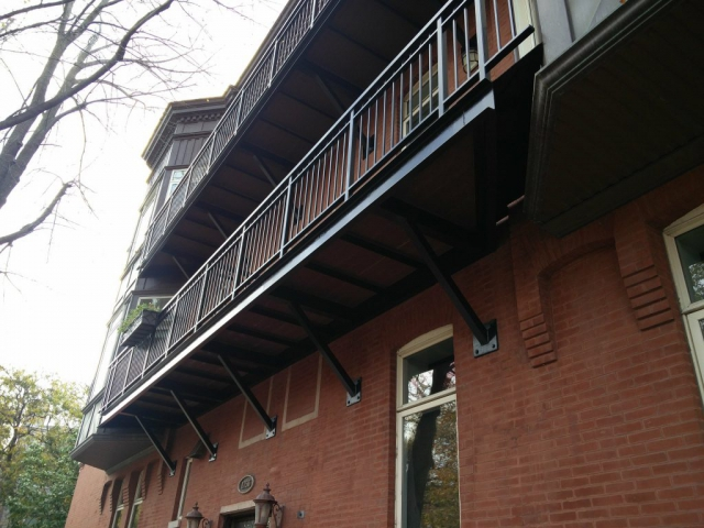 2017.12.11_Lincoln_Park_balcony_fence_stairs_metal_refinishing - Painter_Chicago-_-Fence-handrails-balcony-stairs-metal-refinishing.-Lincoln-Park-rust-removal-3.jpg