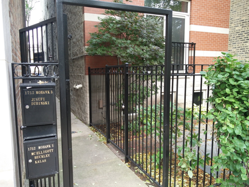 2017.12.11_Lincoln_Park_balcony_fence_stairs_metal_refinishing - Painter_Chicago-_-Fence-handrails-balcony-stairs-metal-refinishing.-Lincoln-Park-rust-removal-8.jpg