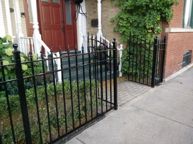 Lincoln Park Front Fence And Cornice Refinishing Chicago